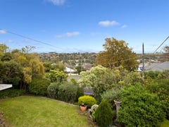 4 Ash Grove, Oak Park, Vic 3046
