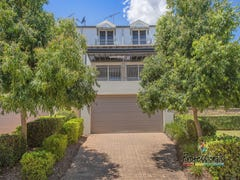 10 Jane Jarvis Way, Macquarie Links, NSW 2565