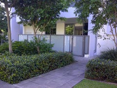 214/3 Como Crescent, Southport, Qld 4215