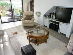 ---- Beachside home - short stroll to pristine beach, Casuarina, NSW 2487