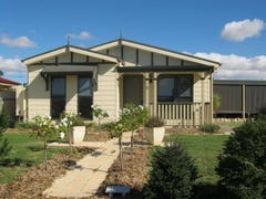 13 Cairns Crescent, Riverton, SA 5412