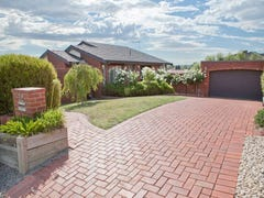 32 William Hovell Drive, Endeavour Hills, Vic 3802