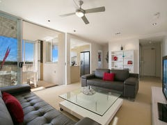4008 3027 The Boulevarde, Carrara, Qld 4211
