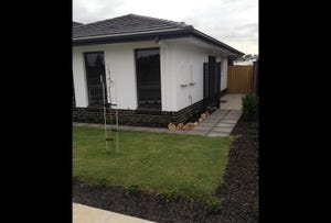 32 Digby Circuit, Crace, ACT 2911
