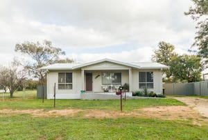 90 Grenfell Road, Cowra, NSW 2794