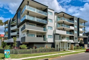 1/2 Laurence Street, St Lucia, Qld 4067