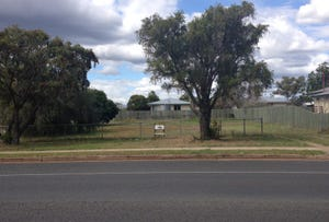 13 Toowoomba Road, Oakey, Qld 4401