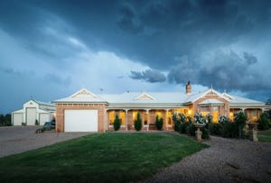 2 Nicholson Court, Strathtulloh, Melton South, Vic 3338