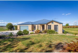 11 Eagle Rise Road, Table Top, NSW 2640