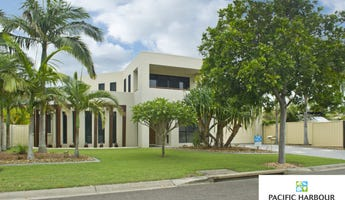 17 Seaside Drive, Banksia Beach, Qld 4507