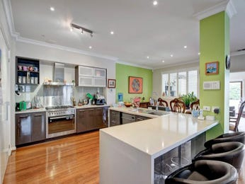 Modern u-shaped kitchen design using floorboards - Kitchen Photo 1603197