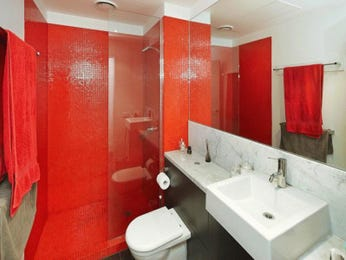 Frameless glass in a bathroom design from an Australian home - Bathroom Photo 526249