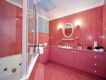Retro bathroom design with corner bath using tiles - Bathroom Photo 526221