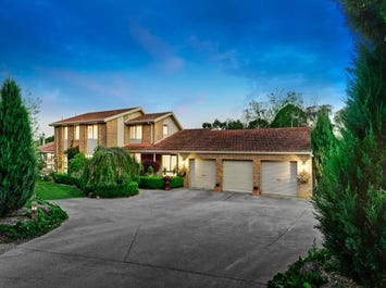66 Knees Road, Park Orchards, Vic 3114