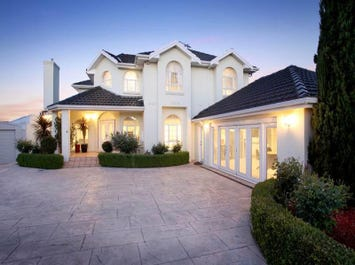 8 Catterick Court, Greenvale, Vic 3059