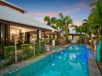 13 Lillian Road, Palm Cove, Qld 4879