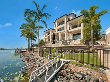 10  Istana View, Clear Island Waters, Qld 4226