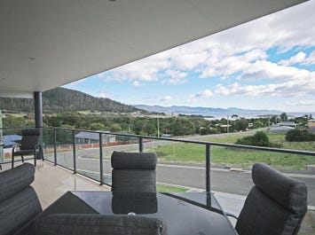 Unit 1,3 Gordon Heights, Bicheno, Tas 7215