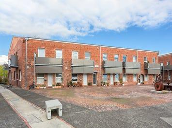 18/2 Pottery Court, Brunswick, Vic 3056