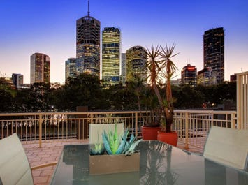 303/36 MacDonald Street, Kangaroo Point, Qld 4169