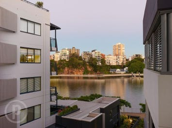 2401/25 Anderson Street, Kangaroo Point, Qld 4169