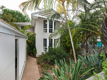 141 Ninth Avenue, St Lucia, Qld 4067