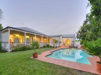 105 Chatsworth Road, Coorparoo, Qld 4151