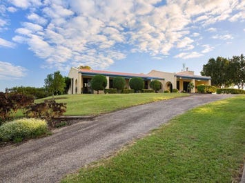 124 Bridge Creek Road, Greens Creek, Qld 4570