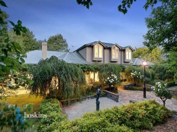 154 Knees Road, Park Orchards, Vic 3114