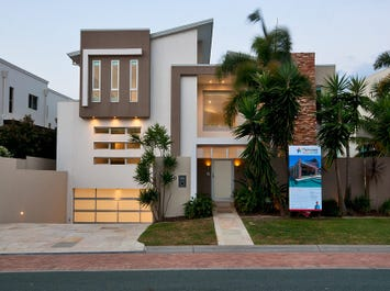 10 Royal Albert Crescent, Sovereign Islands, Qld 4216