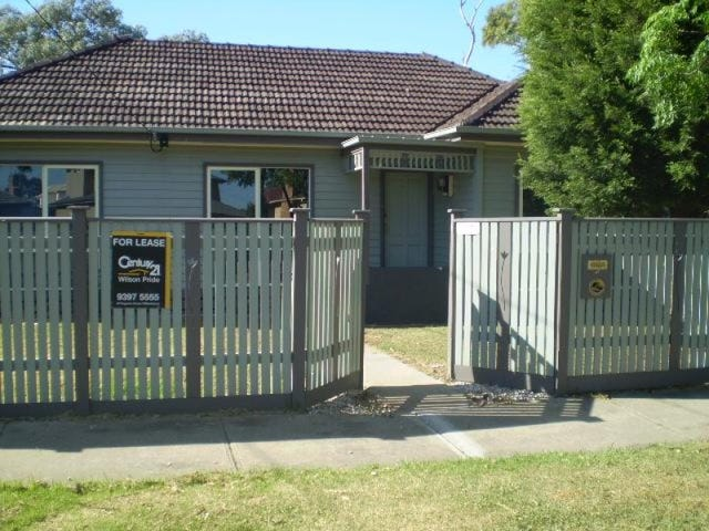 37 Rosshire Road, Newport, Vic 3015