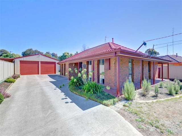 10 Semillion Grove, Mount Clear, Vic 3350
