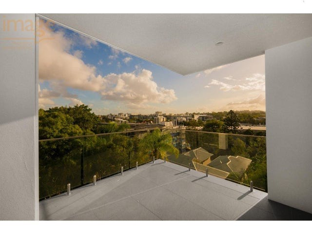 6 & 9/45 Clarence Road, Indooroopilly, Qld 4068