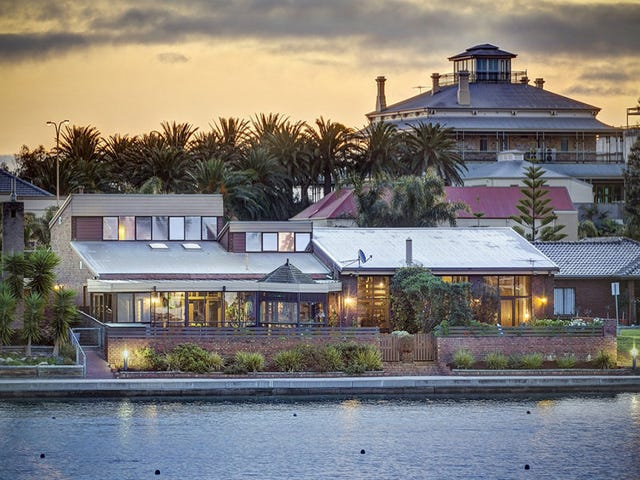 10 Lakeside Court, Tennyson, SA 5022