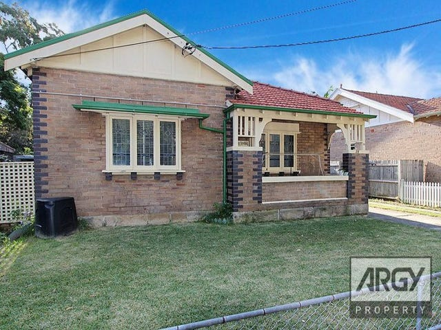35 Hampton Court Road, Carlton, NSW 2218