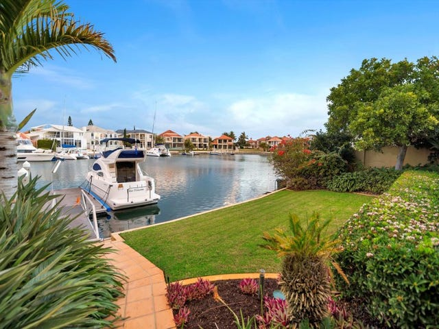 6-8 Queen Guineveres Place, Sovereign Islands, Qld 4216