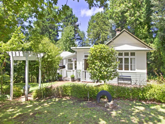12 Nelson Ave, Wentworth Falls, NSW 2782