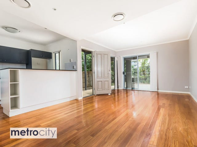 1/80-82 Clarence Road, Indooroopilly, Qld 4068
