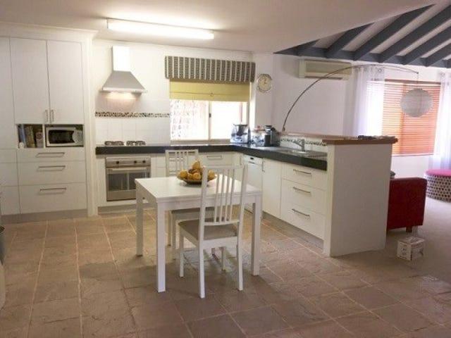 28 Woodland Dale, Canning Vale, WA 6155