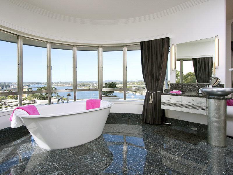Modern bathroom design with floor-to-ceiling windows using ceramic - Bathroom Photo 525585