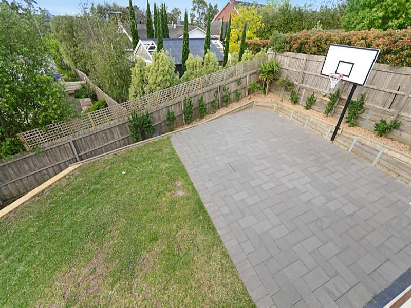 1000 images about basketball court on pinterest for Backyard sport court ideas