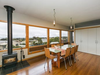 Photo of a dining room design idea from a real Australian house - Dining Room photo 16752765