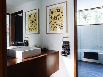 Ceramic in a bathroom design from an Australian home - Bathroom Photo 16296301