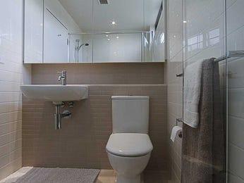 Glass in a bathroom design from an Australian home - Bathroom Photo 417967