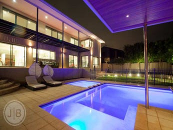 Freeform pool design using tiles with cabana & decorative lighting - Pool photo 104828