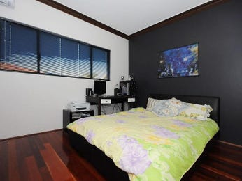 Bedroom ideas with floorboards and feature wall in black for Black feature wall bedroom ideas