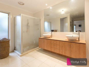 Wood panelling in a bathroom design from an Australian home - Bathroom Photo 8517521