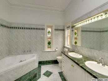 Modern bathroom design with corner bath using ceramic - Bathroom Photo 108729