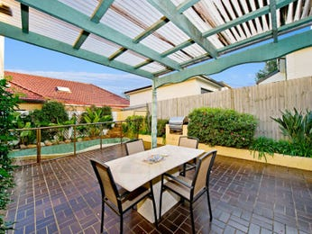 Walled outdoor living design with bbq area & hedging using brick - Outdoor Living Photo 110356