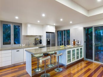 Frosted glass in a kitchen design from an Australian home - Kitchen Photo 17214921